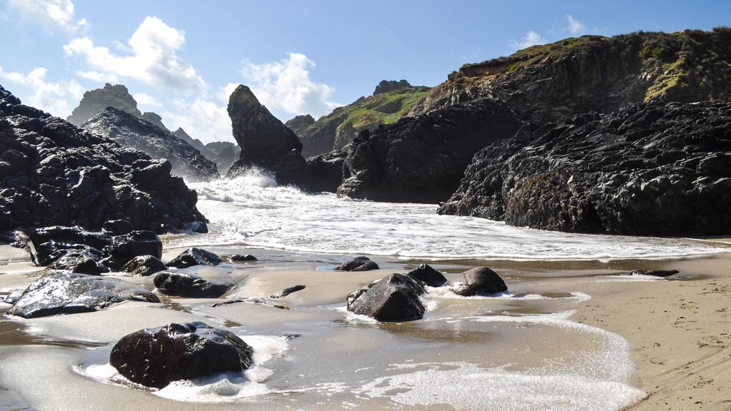True coastal fanatics wouldn't want to miss out on such photographing opportunities at Kynance Cove.
