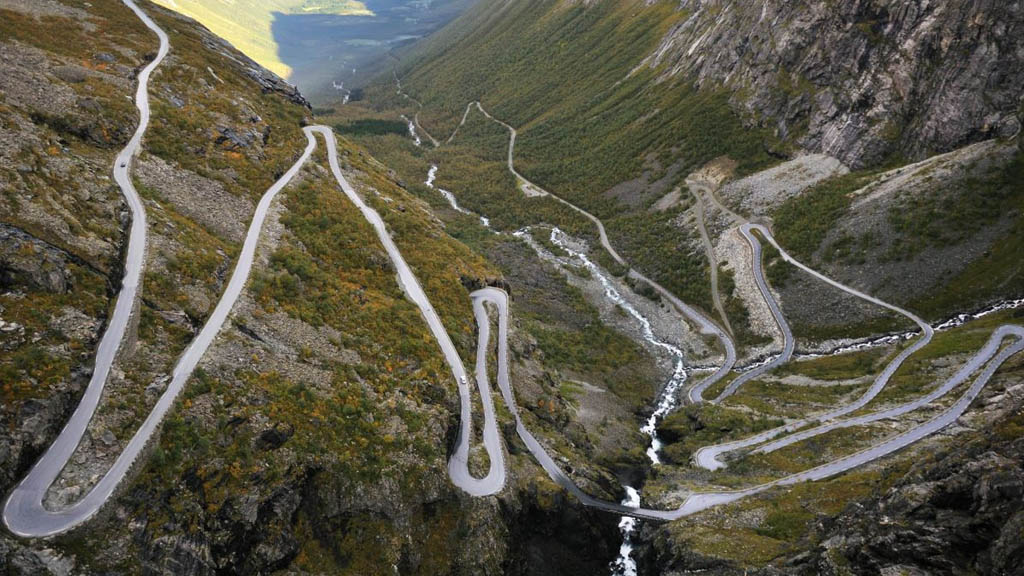The immense Trollstigen valley, almost an entire kilometre deep. Photo credit: Steinar Skaar (nasjonaleturistveger.no).