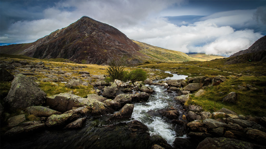 This photo, taken on a recent trip to Snowdonia, was shot with aperture 'f/10'. A bit shallower than 'f/8', but it ensured slightly more detail on the foreground rocks.